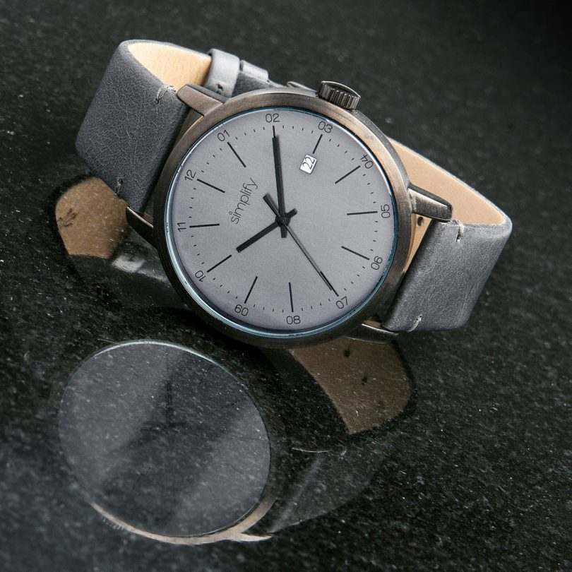 Simplify The 2500 Genuine Leather Strap Date Watch