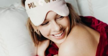 Pillowtalk Eye Mask in Bubblegum Velveteen