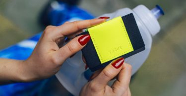 TROVE Reflex Wallet: Yellow Fluro