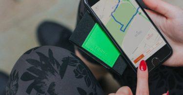 TROVE Reflex Wallet: Green Fluro
