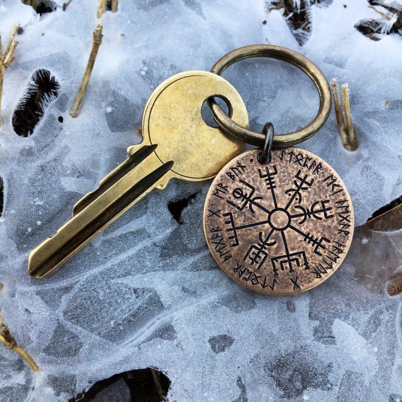 Vegvísir Norse Compass Keyring