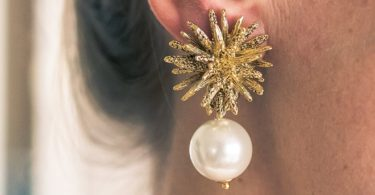 FIJI PEARL DROP STATEMENT CLIP ON