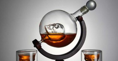 Skull Whiskey Decanter with Ice Cube Trays