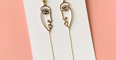 Blow Kiss Earrings
