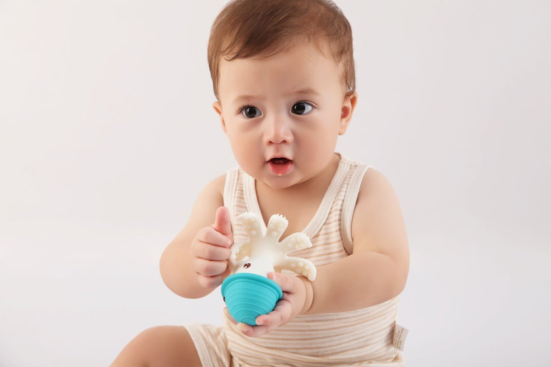 Safety 1st Featuring Mombella Ollie Octopus Teether