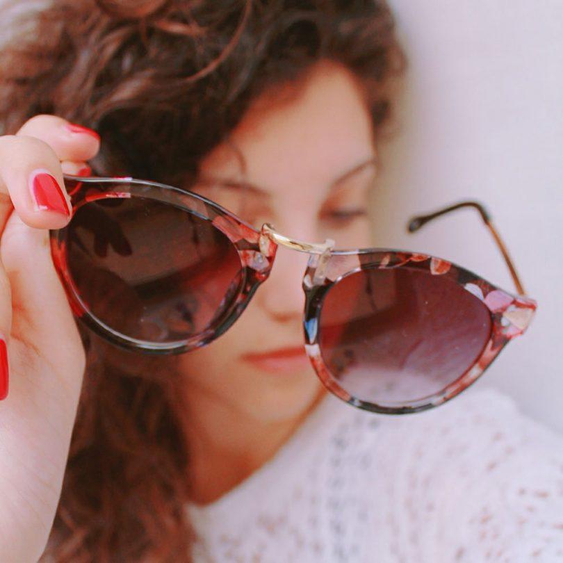 FEISEDY Vintage Arrow Women Sunglasses Round Design