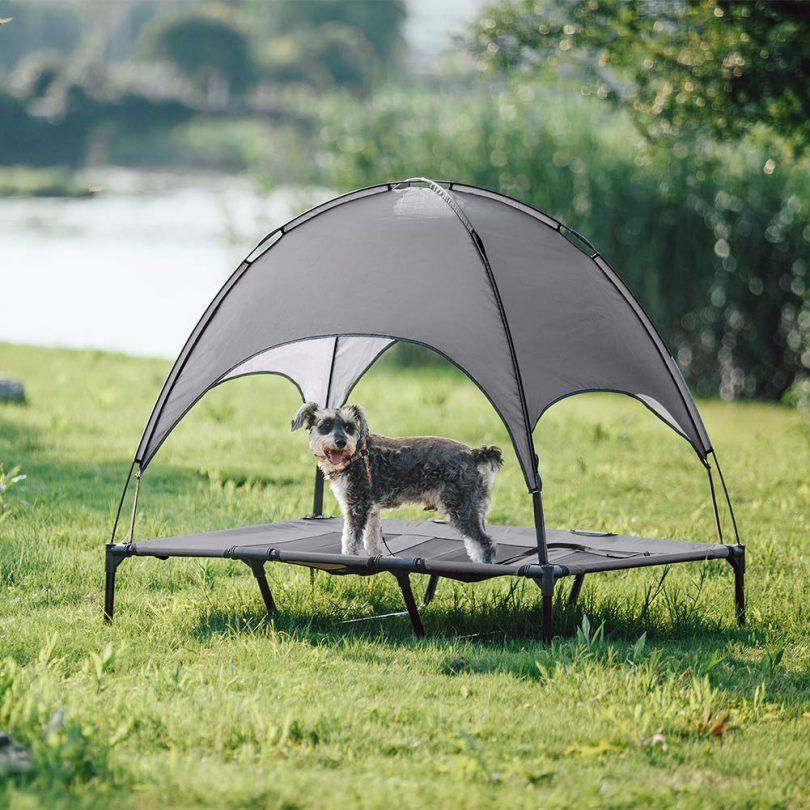 SUPERJARE Outdoor Dog Bed