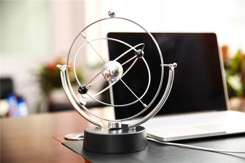 ScienceGeek Cosmos Kinetic Mobile Desk Toy