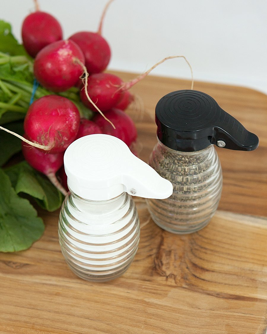Tumbler Home – Shake It Free Shaker Glass Moisture Proof Humidity Free Salt and Pepper Shakers