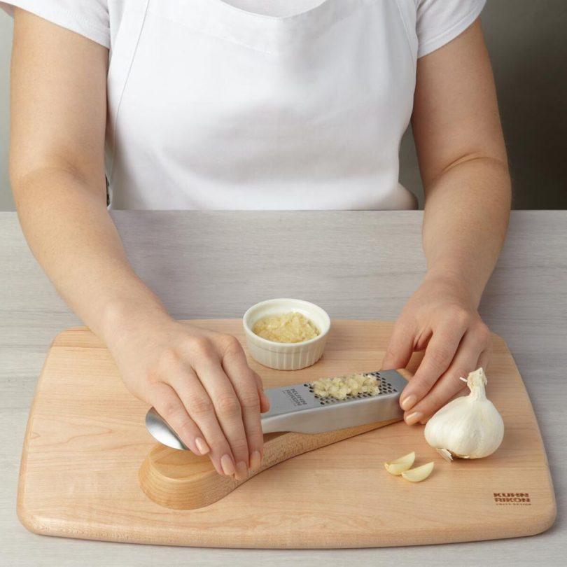 Kuhn Rikon 23058 Tabletop Garlic Press