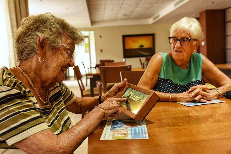 Familink – 3G/4G Photo Frame for The Older Generation