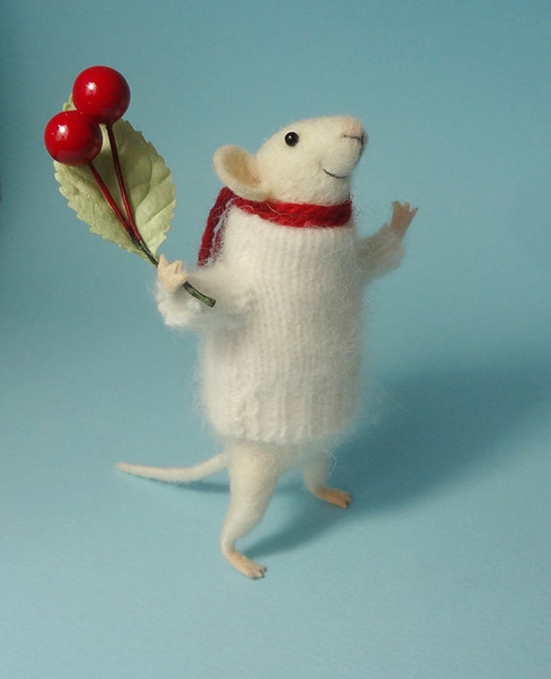 Needle Felted Animal  Mouse with a bouquet  Decoration  Art