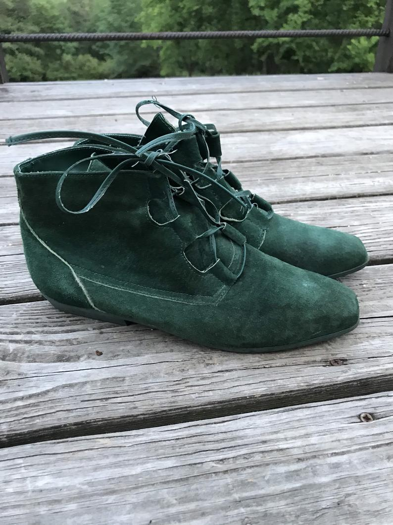 Vintage Candies Green Suede chukka boots size 8.5