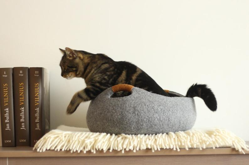 Cat bed/cat house/cat cave/basket/felt cat bed