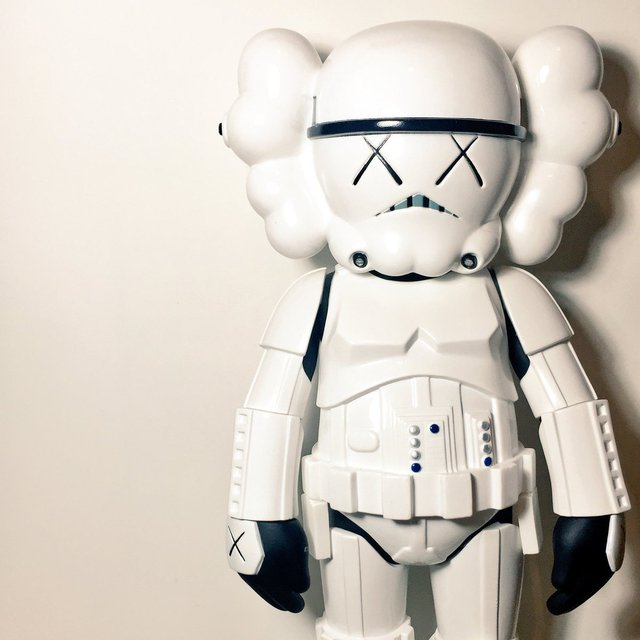 Sculpture STORMTROOPER by KAWS