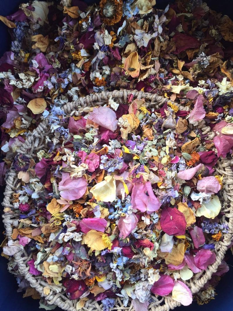 Dried Flower confetti Flower girl Wedding table decor