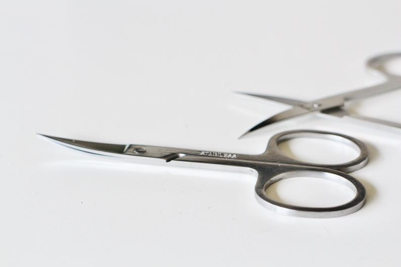 Scissors embroidery seam in stainless steel silver