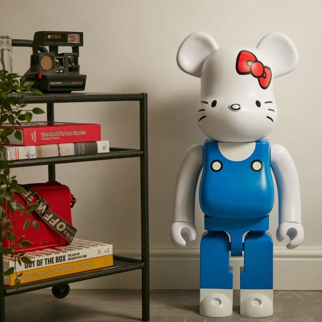 Hello Kitty 70's Generation 1000% Bearbrick
