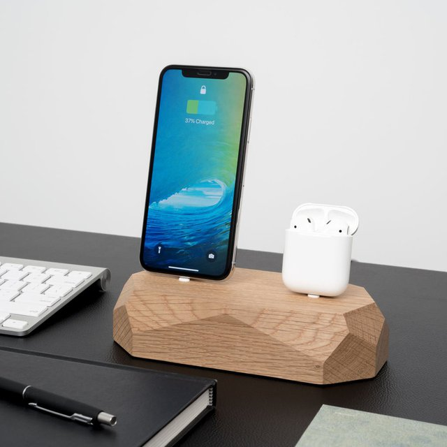 Wooden Dual iPhone & Airpod Dock