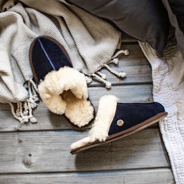 Exposed Sheepskin Slippers in Navy